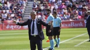 Lucas Alcaraz dirigiendo al Almería hace dos años... frente al...