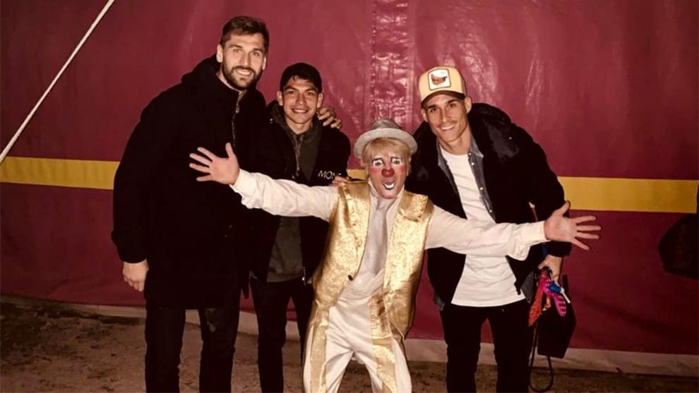 Chucky Lozano junto a Fernando Llorente y José Callejón