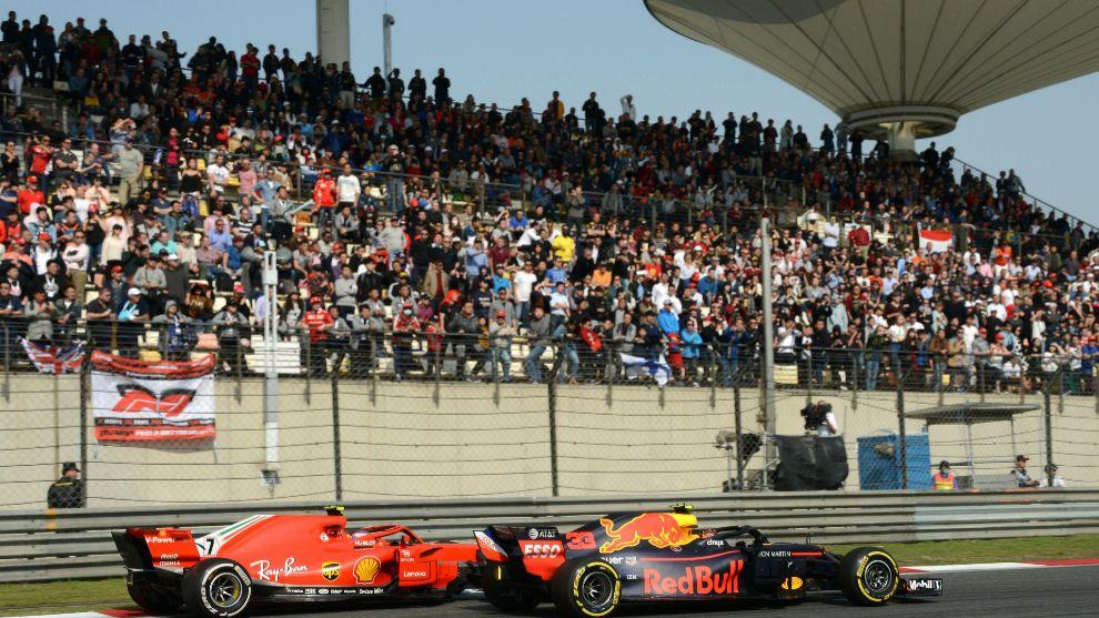 Max Verstappen y Kimi Raikkonen en el Gran Premio de China.