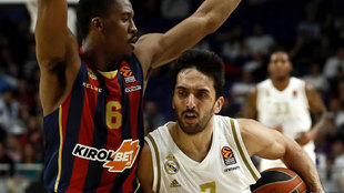 Campazzo intenta sobrepasar a Christon