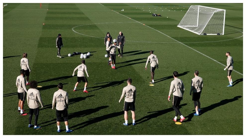 Los jugadores del Madrid, en el entrenamiento de esta mañana en...