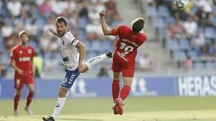 Aitor Sanz, durante el partido con el Tenerife en el Heliodoro
