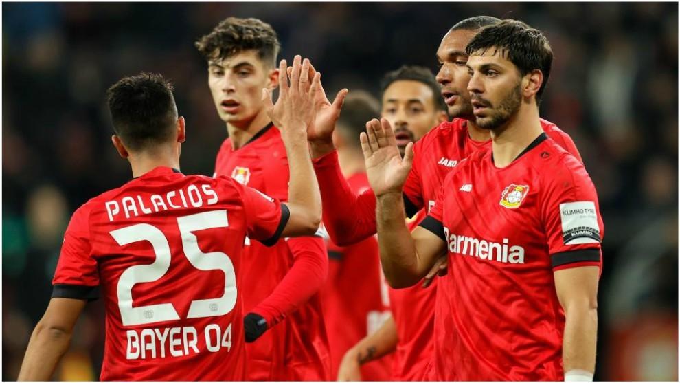Los jugadores del Leverkusen celebran el 1-0.