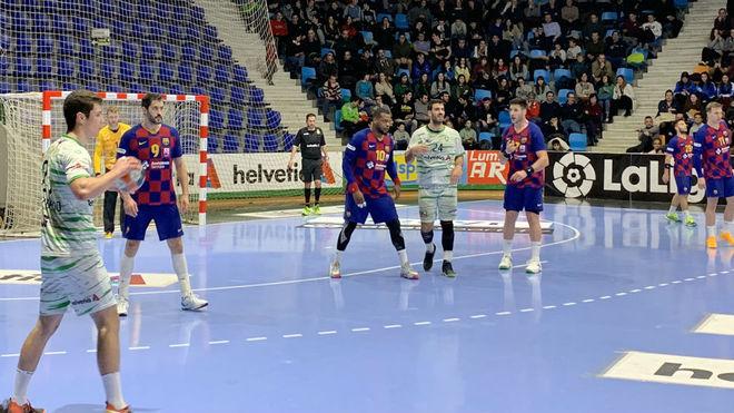 Un momento del partido entre el Anaitasuna y el Barcelona /