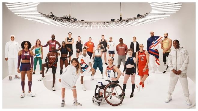 Varios de los deportistas de Nike en la foto de presentación de su...