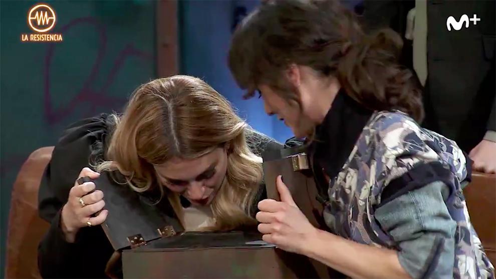 A Blanca Suárez se le escapa una pista sobre el contenido de la caja...