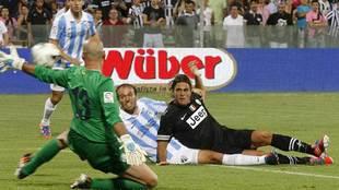 Alessandro Matri marca un gol con la Juventus al  Malaga en un...