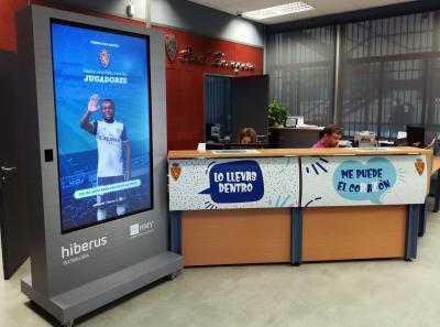 El videowall interactivo ha sido instalada en la tienda del Real...