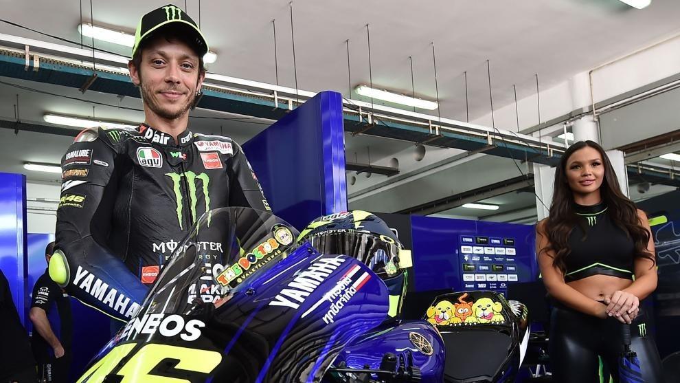 Rossi, con su Yamaha en Sepang.
