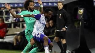 Igbekeme, presionado por Marcelo en el partido de Copa ante el Real...