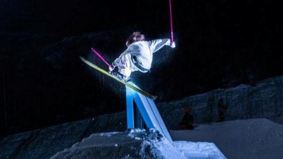El esquí nocturno es una actividad que pocas estaciones del Pirineo...
