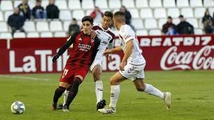 Merquelanz y Eddy Silvestre durante el Albacete-Mirandés de la...