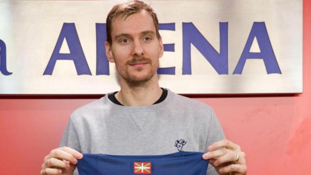 Zoran Dragic, durante su presentación con el Baskonia.