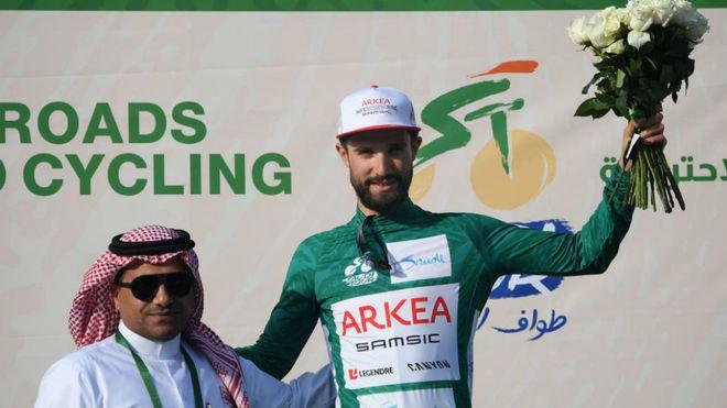 Nacer Bouhanni (Arkea Samsic), en el podio de la cuarta etapa de la...