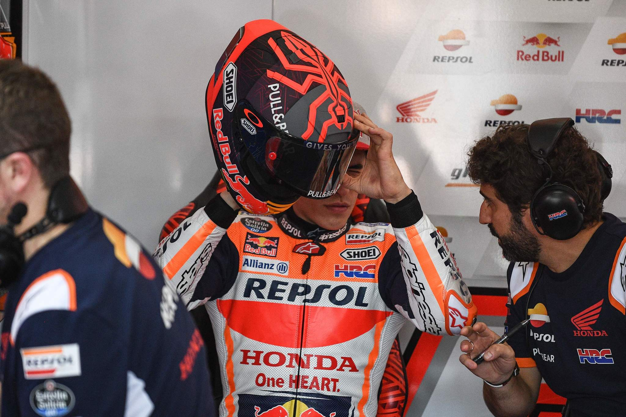 Repsol Honda Teams Spanish rider Marc lt;HIT gt;Marquez lt;/HIT gt; (C) inspects his helmet during the first day of the pre-season MotoGP winter test at the Sepang International Circuit in Sepang on February 7, 2020. (Photo by Mohd RASFAN / AFP)