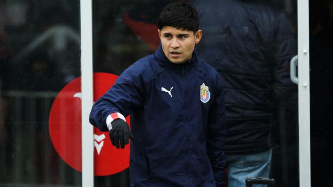 Chofis López previo a un partido con Chivas.
