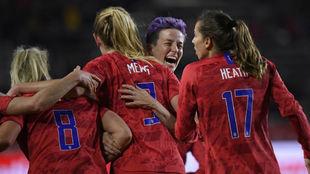Las jugadoras de Estados Unidos celebran un gol en el Preolímpico.