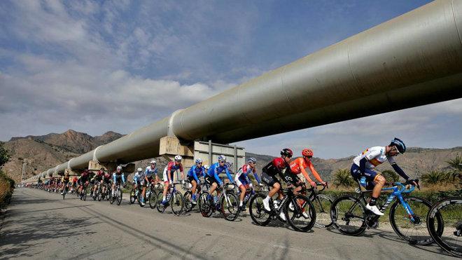Los ciclistas, durante la Vuelta a la Comunidad Valenciana 2020