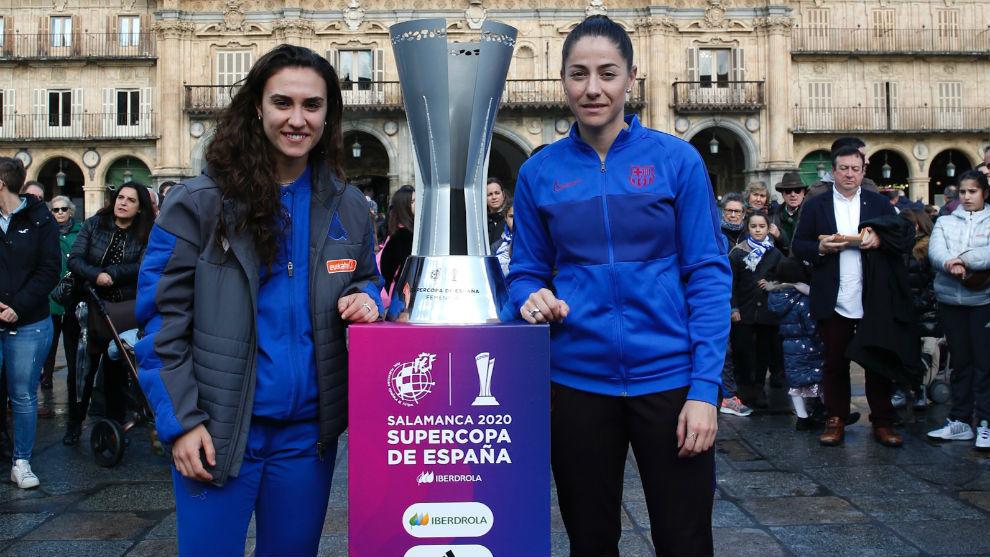 Nahikari García y Vicky Losada, en la Plaza Mayor de Salamanca.