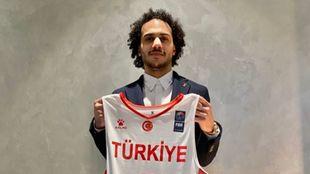 Shane Larkin, con la camiseta de Turquía.