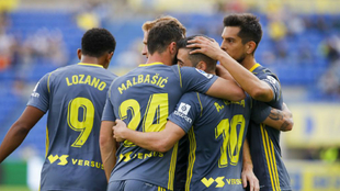 Los jugadores del Cádiz celebran el gol del triunfo.