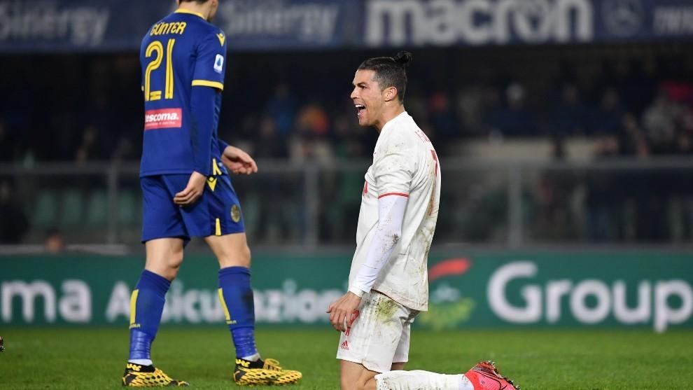 Cristiano Ronaldo se lamenta durante un lance del partido.
