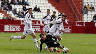 Pablo Valcarce cae ante la presión de Dani Ojeda en el Carlos...