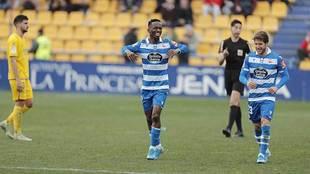 Koné celebra, junto a su 'asistente' Keko, el gol del...