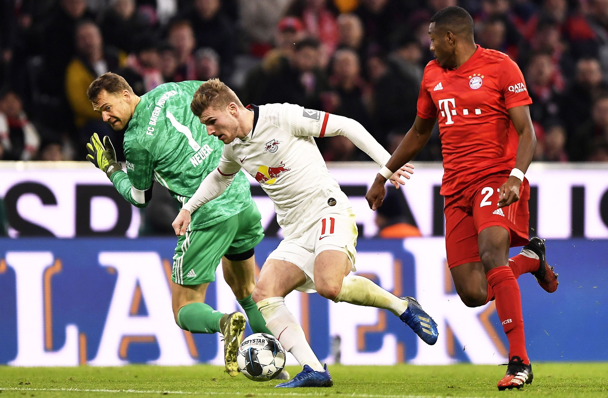 Munich (Germany), 09/02/2020.- Leipzigs Timo lt;HIT gt;Werner lt;/HIT gt; (C) in action against Bayern Munichs goalkeeper Manuel Neuer (L) and David Alaba (R) during the German Bundesliga soccer match between FC Bayern Munich and RB Leipzig in Munich, Germany, 09 February 2020. (Alemania) EFE/EPA/LUKAS BARTH-TUTTAS CONDITIONS - ATTENTION: The DFL regulations prohibit any use of photographs as image sequences and/or quasi-video