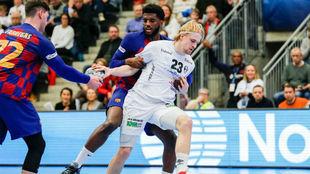 Un momento del partido entre el Elverum y el Barcelona /