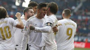Casemiro celebra con Ramos el gol del capitán.