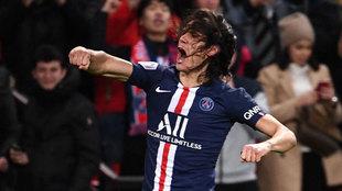 Cavani celebra su gol al Lyon.