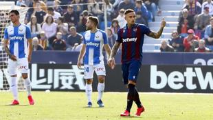 Roger hace un gesto de celebración tras su gol al Leganés.