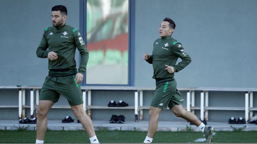 Guardado, junto a Barragán en el entrenamiento.