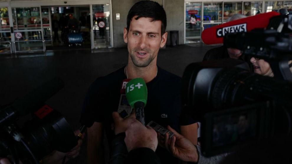 Djokovic atiende a los medios a su llegada a Niza