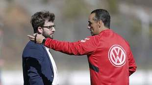 Víctor Moreno charla con Oltra el año pasado en El Mundialito