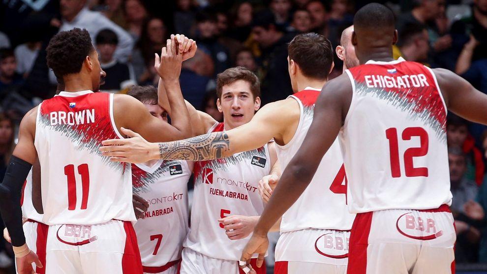 Nico Richotti celebra el triunfo ante el Joventut con sus compañeros.