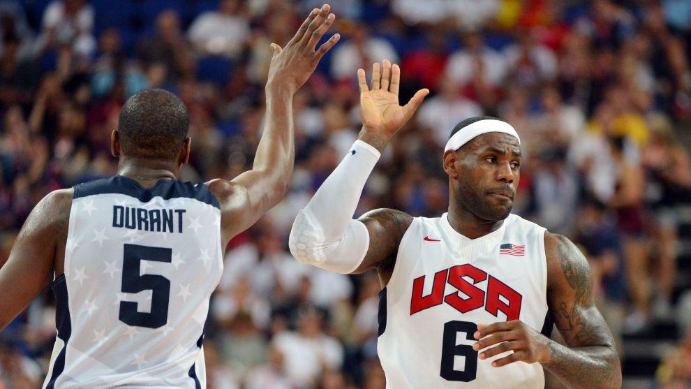 Lebron James y Kevin Durant, en un partido con Estados Unidos. A