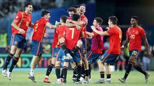Los jugadores de España celebran el triunfo en el campeonato sub 21.