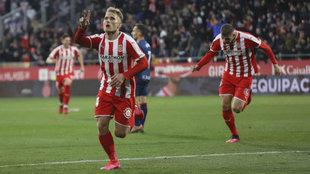 Samu Saiz celebra un gol ante el Huesca.