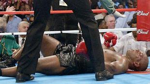 Tyson tras ser noqueado contra Lennox Lewis.