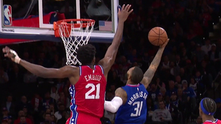 Embiid tapona a Marcus Morris