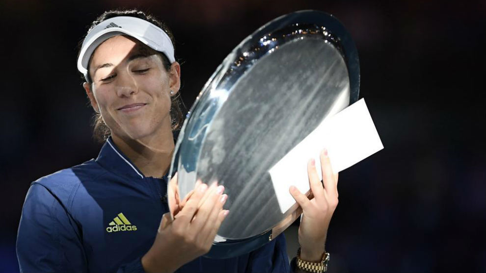 Garbiñe, con el trofeo de finalista de Australia