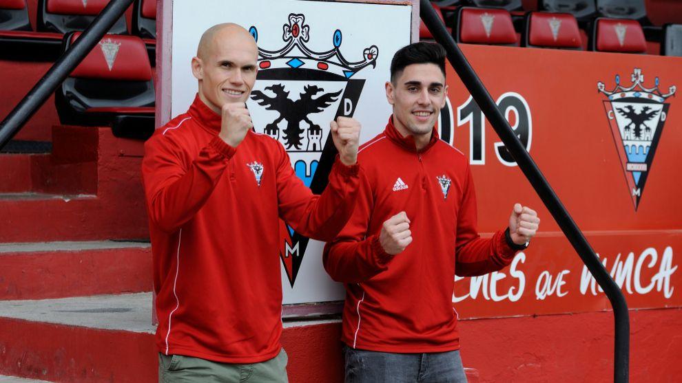 Guridi and Merquelanz pose for the media in Miranda.
