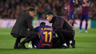 Dembélé, atendido a pie de campo por los servicios médicos del...