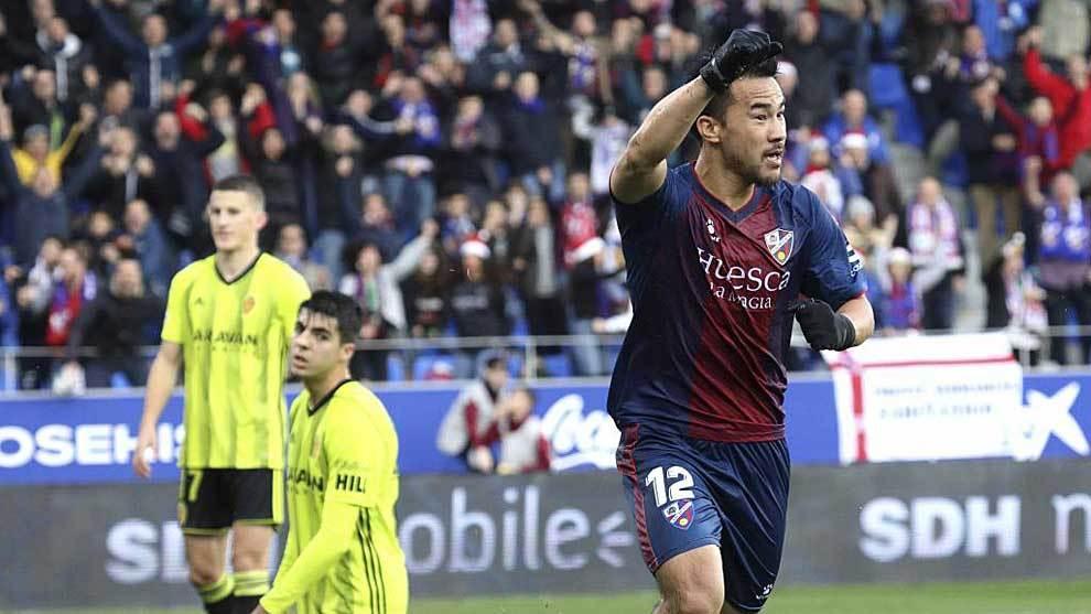 Okazaki celebra su gol al Zaragoza en el derbi aragonés de El Alcoraz