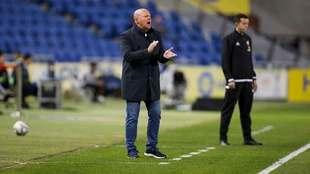 Pepe Mel da instrucciones a sus jugadores en la banda del Gran Canaria