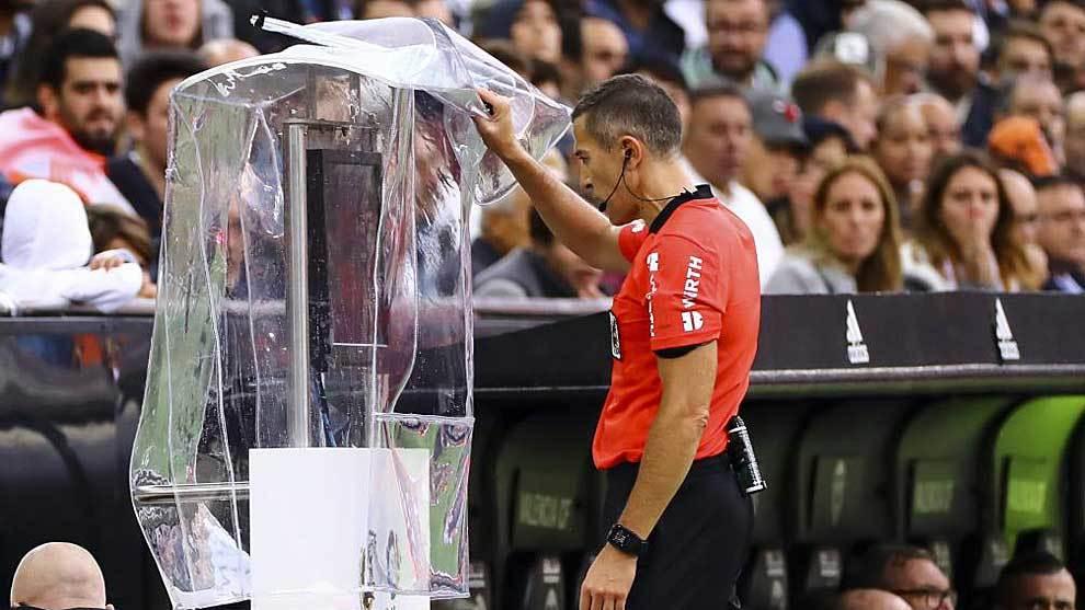 El exárbitro Nacho Iglesias  Villanueva analiza un posible penalti en...