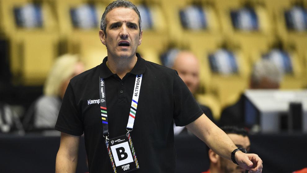 El técnico español, Toni Gerona, durante un partido del Mundial 2019...
