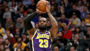LeBron James salvó a los Lakers con otra actuación salvaje
